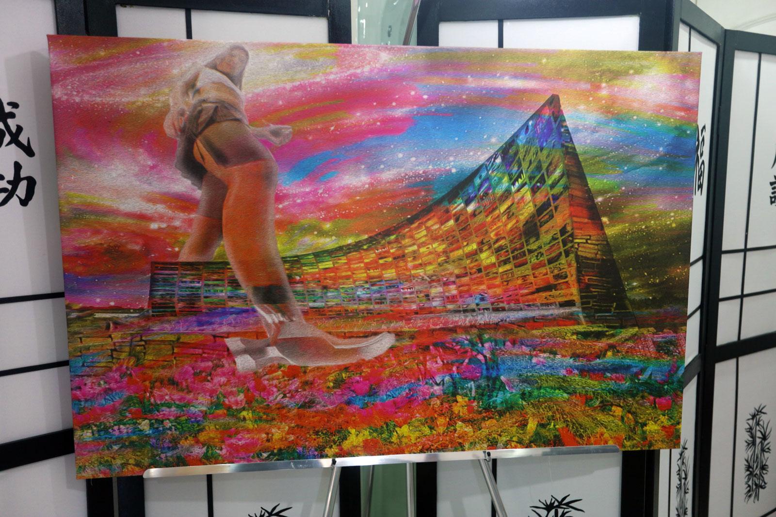 O Artista homenageia Pink Floyd ressaltando a simbologia ambivalente do martelo (que tanto constrói, quanto destrói) e do muro (que protege, porém isola).